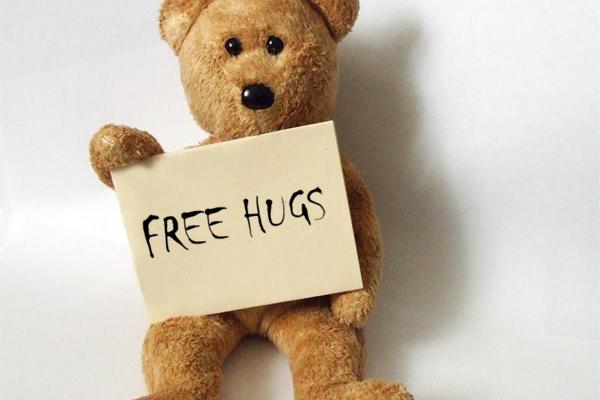 Ursinho oferecendo abraços grátis