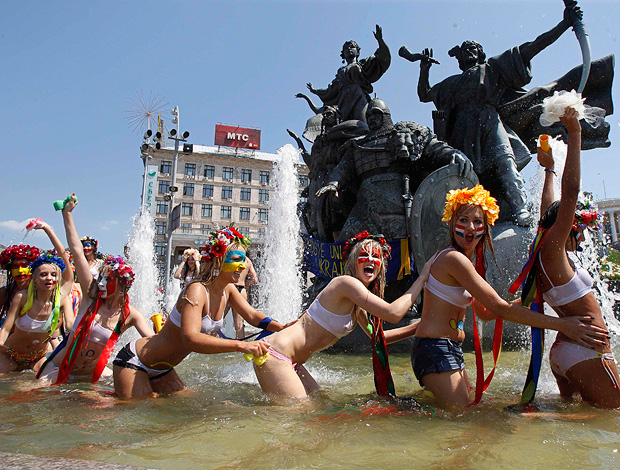 Grupo Femen protestando
